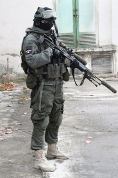 Airsoft hub is a social network that connects people with a passion for airsoft. Talk about the latest airsoft guns, tactical gear or simply share with others on this network Military Gear, Military Police, Military Weapons, Military Equipment, Military Jacket, Sas Special Forces, Military Special Forces, Airsoft Gear, Tactical Gear