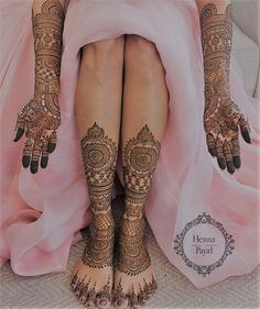 Mehendi on the legs is as important for the bride as is to put it in her hands. We have collected amazing mehndi designs for leg for your inspiration. Dulhan Mehndi Designs, New Bridal Mehndi Designs, Mehendi, Leg Mehndi, Legs Mehndi Design, Mehndi Designs For Girls, Mehndi Designs For Beginners, Mehndi Design Photos, Mehandi Designs