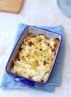 Waarom hebben wij nog nooit eerder een aardappelovenschotel met kip en boursin gemaakt?! De combinatie is namelijk super lekker en het recept is heel erg simpel. Zelf heb ik gerookte kip gebruikt, die