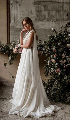 Grecian wedding dress grecian wedding gown grecian bridal Source by AniaVolovique wedding dress Greek Wedding Dresses, Wedding Dress Chiffon, Silk Chiffon, Goddess Wedding Dresses, Wedding Dress Material, Bridal Gowns, Wedding Gowns, Wedding Shoes, Wedding Rings