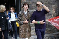 Alexa Chung à la sortie du défilé Paul Smith http://www.vogue.fr/defiles/street-looks/diaporama/street-looks-a-la-fashion-week-printemps-ete-2014-de-londres-jour-1/15224/image/833769
