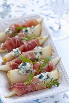Voorgerecht met peer prosciutto en blauwe kaas voor vakantie - Stock Photo - Ideas of Stock Photo Photo - Voorgerecht met peer prosciutto en blauwe kaas voor vakantie photo Aperitivos Finger Food, Good Food, Yummy Food, Snacks Für Party, Party Canapes, Party Trays, Cooking Recipes, Healthy Recipes, Food Platters