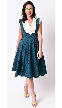Find the pin-up, menswear and patriotic looks of fashion at Unique Vintage, including fabulous shoes, gloves and more to step out in style, darling! 1940s Dresses, Vintage Dresses, Vintage Outfits, Vintage Clothing, Jupe Swing, Swing Skirt, Lindy Hop, 1940s Fashion, Vintage Fashion