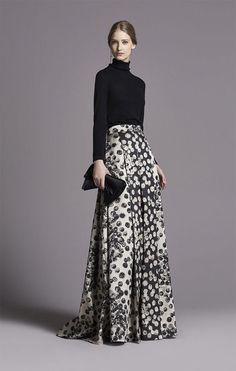 CH Carolina Herrera Women's Fall Long skirt with turtleneck Look Fashion, High Fashion, Womens Fashion, Fashion Tips, Fashion Design, Classy Fashion, French Fashion, Milan Fashion, Modest Fashion