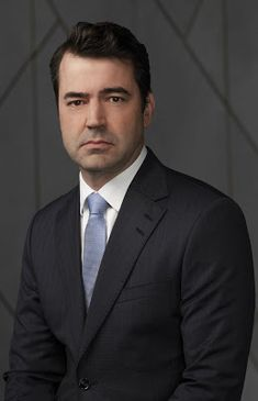 A Million Little Things Series Ron Livingston Image 3 Min Drama Series, Tv Series, Ron Livingston, Abc Tv Shows, Hottest Male Celebrities, Band Of Brothers, Me Tv, Suits, Little Things