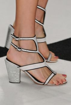 Trend alert: sapatos de salto grosso são apostas do segundo dia de SPFW Verão 2014 | Foto: Fotosite