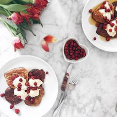 Mimi Ikonn | Healthy Food, Banana Pancakes, Maple Syrup, Wild Strawberries, Breakfast Mimi Ikonn, Reap The Benefits, Wild Strawberries, Baked Banana, Eat Fruit, Banana Pancakes, How To Eat Less, Fruits And Veggies, Delish