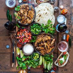 Handheld Happiness Taco Love with the crew today. Recipe(s) for Pulled Pork Good Food, Yummy Food, Tasty, Comida Latina, Cooking Recipes, Healthy Recipes, Lunch Recipes, Party Food And Drinks, Food Platters