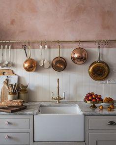 Farmhouse kitchen with apron front skink
