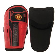 MANCHESTER UNITED Youths shinpads with thick moulded plastic shell and comfortable padded interior. Elastic self stick velcro strap. Approx 22 cm. To fit average 10 to 12 years. In a full colour grip seal bag. Official Manchester United shinpads.
