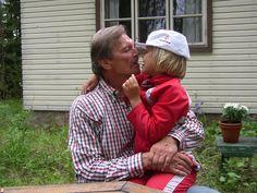 Isä ja tytär Elänne-saaressa v. 2005.