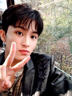 "NCT 127 on Twitter: ""✌✌✌  #NCT #NCT127 #MARK #Thanksgiving #MacysParade… "" Mark Lee, Taeyong, Jaehyun, Winwin, Nct Dream Renjun, Nct 127 Mark, Lee Min Hyung, Watermelon Baby, Yuta"