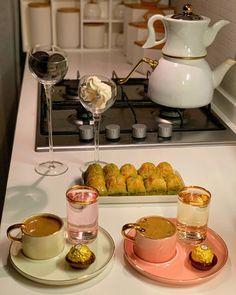 Coffee Love, Coffee Art, Coffee Break, Food Platters, Food Decoration, Food Goals, Food Humor, Coffee Drinks, No Cook Meals