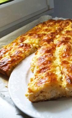 """Νόστιμη συνταγή μαγειρικής από """"Pellumbesha Lumi-ΟΙ ΧΡΥΣΟΧΕΡΕΣ / ΗΔΕΣ"""" Υλικά 4 κούπες αλέυρι 3 κουταλιές σούπας ελαιόλαδο 1 κ.σ ξύδι 1 κ.γ αλάτι 1/2 κ.γ ζάχαρη, νερό όσα χρειάζεται να γίνει ζύμη. Για την γέμιση 400γρ ανθότυρο, 200γρ Greek Pita, Apple Pie, Pizza, Cheese, Baking, Cake, Food, Bakken, Kuchen"""