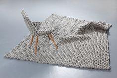 teppich und stuhl by Hans Sapperlot