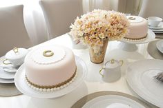 gorgeous, dainty cakes and table- Home-Styling