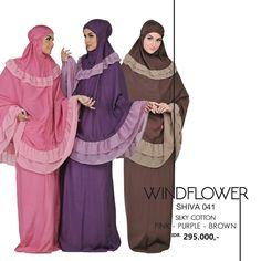 Mukena : Endonezya ve Malezya'da kullanılan, iki parçadan oluşan namaz elbisesi. Birbirinden farklı birçok modeli ülke ve bölgelere göre farklılık göstermektedir.