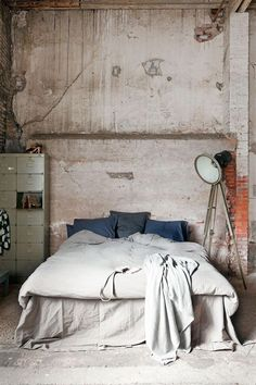 Check Out 20 Industrial Bedroom Designs. Industrial bedroom design is an urban signature that combines simplicity and authenticity. Industrial bedroom design incorporates utilitarian edge with rough textures and sometimes aged woods. Industrial Bedroom Design, Industrial Interiors, Industrial House, Industrial Chic, Vintage Industrial, Industrial Closet, Industrial Windows, Industrial Restaurant, Industrial Apartment