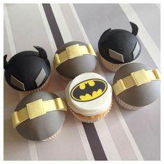 Batman cupcakes Batman Cupcakes, Kid Cupcakes, Themed Cupcakes, Birthday Cupcakes, Cupcake Cakes, Avengers Birthday, Batman Birthday, Superman Party, Transformer Birthday