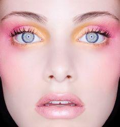 Хочу яркий макияж!     I want colourful make-up!