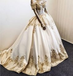 2019 Luxury Off the Shoulder Wedding Dresses Sleeveless Sexy Lace Applique Bridal Gowns Floor Length Robe De Mariage 2019 Luxus . Custom Wedding Dress, Designer Wedding Dresses, Quinceanera Dresses, Prom Dresses, Ball Dresses, Formal Dresses, Bridal Gowns, Wedding Gowns, Wedding Frocks