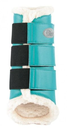 Ooteman Paardensport. Turquoise boots? Oh yes.