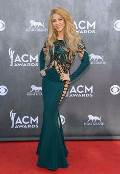 Shakira's Sexy Green Dress on the Red Carpet at the Country Music Awards.