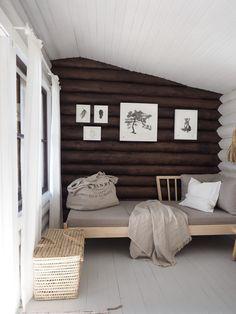 Hirsimökin muodonmuutos: saunatupa | SLIIK Cottage Interiors, Entryway Bench, Sweet Home, New Homes, Farmhouse, Cabin, Furniture, Home Decor, Animals