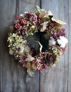 「ていねいな蔵し」にお持ちするもの : シベリアケヱキのこんな一日 Dried Flower Wreaths, Hair Wreaths, Dried Flowers, Christmas Tree Decorations, Christmas Wreaths, Holiday Decor, Deco Floral, Nature Crafts, Diy Wreath