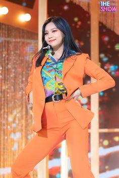 Kpop Girl Groups, Kpop Girls, Kim Ye Won, G Friend, Haikyuu Anime, Stage Outfits, Mtv, Blazer, Jackets