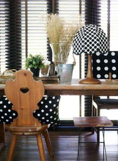 Auch mit Punkten sieht in schwarz-weiß reizvoll aus. #homestory #home #blackandwhite #trends #interior #furniture #accessoires