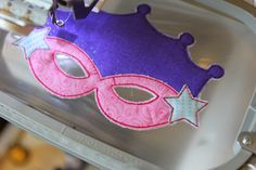 Tips for stitching out the Princess Masks (Great for Halloween/ Dress Up/ Mardi Gras too! Craft Activities For Kids, Crafts For Kids, Craft Ideas, Felt Mask, Superhero Capes, Halloween Dress, Mardi Gras, Making Ideas, Birthdays