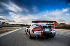 2016 Dodge Viper ACR rear end in motion 04