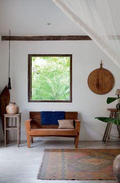 Casa de pescador vira refúgio de verão. Materiais naturais no lar da família americana