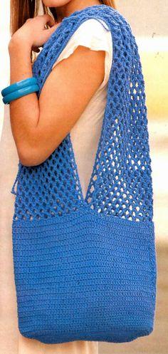 bolso ideal para empezar a tejer Este bolso es ideal para principiantes. Se teje derecho y se frunce con una cadena en el hombro. El resultado es un accesorio súper práctico y canchero.