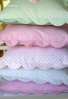 Scalloped edges sewn onto pillow cases. Scalloped edges sewn onto pillow cases. Scalloped edges sewn onto pillow instances. >>> Check out more at the photo link (Diy Pillows Vintage) Small pillows for toddler sets! No link but lovely edge to pillows Cut Sewing Pillows, Diy Pillows, Decorative Pillows, Cushions, Throw Pillows, Small Pillows, Fluffy Pillows, Pillow Ideas, Sewing Hacks