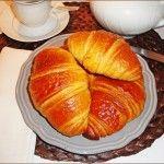 http://www.ilcantucciodiromeo.it/2014/12/11/croissant-sfogliati-con-lievito-madre-e-semola-di-grano-duro/
