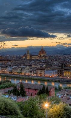 When the sun sets in #Florence, the entire city glows.