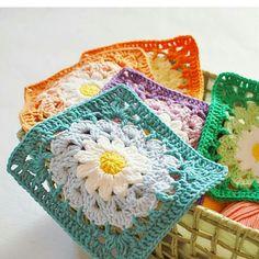 rarely sunny day in Amsterdam with always beautiful. by annaluciadu Crochet Blocks, Crochet Squares, Crochet Granny, Crochet Motif, Crochet Flowers, Knit Crochet, Crochet Patterns, Granny Squares, Crochet World