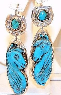 ELEGANT-HAND-CARVED-TURQUOISE-STERLING-SILVER-HORSE-EARRINGS-BY-FRANCISCO-GOMEZ