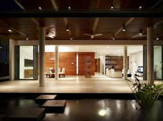 Two Level Contemporary Minimalist Residence Interior Deisgn: Minimalist Contemporary Residence With Water Pond