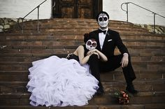 Day of the Dead Wedding. Actually wanted to do this for engagement photos rather then wedding photo. Cute.