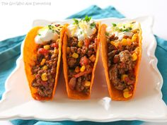 Texas Tacos  1 1/4 1b ground beef 1/2 red or green bell pepper, diced finely 1 small white onion, diced 1 package (1 oz) Old El Paso™ taco seasoning mix 1 (14.5 oz) can diced tomatoes, drained 1 cup frozen corn 8 Old El Paso™ Stand 'N Stuff™ bold nacho cheese flavored taco shells, warmed Toppings: shredded cheese, sour cream, cilantro