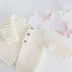 Casaco de bebé em tricot casaquinho recém nascido tricot first Knit baby cardigan - merino knit baby cardigan - handknit sweater - handmade newborn - knit baby jacket - newborn knit Cardigan Bebe, Knitted Baby Cardigan, Hand Knitted Sweaters, Baby Sweaters, Baby Knitting Patterns, Knitting Yarn Diy, Hand Knitting, Woolen Clothes, Handgestrickte Pullover