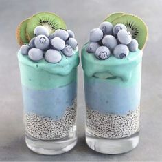 AQUA Smoothie Cups Smoothie layers topped with frozen blueberries & kiwis, chia pudding at the base Smoothie made with frozen bananas, butterfly pea powder and matcha. Best Smoothie, Smoothie Cup, Healthy Smoothies, Healthy Drinks, Healthy Recipes, Healthy Food, Fruit Recipes, Dessert Recipes, Cute Food