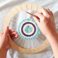 Circle Weaving Loom With Instructions Great For Beginner Weavers - Basteln Weaving For Kids, Weaving Art, Loom Weaving, Straw Weaving, Mothers Day Crafts For Kids, Diy For Kids, Yarn Crafts, Diy Crafts, Circular Weaving