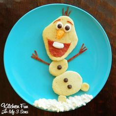 We created this fun Olaf Pancake Breakfast from the new Disney movie Frozen for my 3 year old yesterday morning. He loves Olaf & just loved this breakfast! Christmas Breakfast, Breakfast For Kids, Breakfast Ideas, Birthday Breakfast, Christmas Morning, Frozen Breakfast, Morning Breakfast, Sunday Morning, Cute Food