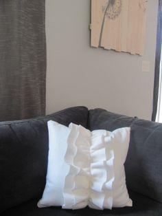Felt Ruffle Pillow Tutorial by Persia Lou Sewing Pillows, Diy Pillows, Decorative Pillows, Cushions, Pillow Ideas, Ruffle Pillow, Felt Pillow, Felt Cushion, Crochet Pillow