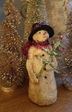 Snowman paper mache Vintage Christmas Crafts, Christmas Paper, Diy Christmas Ornaments, Christmas Snowman, Christmas Projects, Winter Christmas, Holiday Crafts, Christmas Decorations, Christmas Stuff