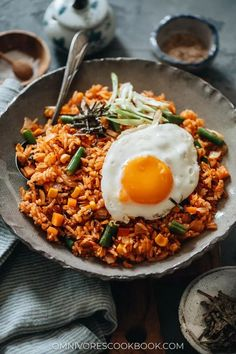Kimchi fried rice is a super simple, fast, and delicious meal made with leftovers and the bold flavor of kimchi in one pan! {Vegan-Adaptable, Gluten-Free} Chinese Shrimp Fried Rice, Kimchi Fried Rice, Chinese Pork, Food For Thought, Crispy Baked Chicken Legs, Honey Chicken, Best Stir Fry Recipe, Bright Line Eating Recipes, Asian Side Dishes
